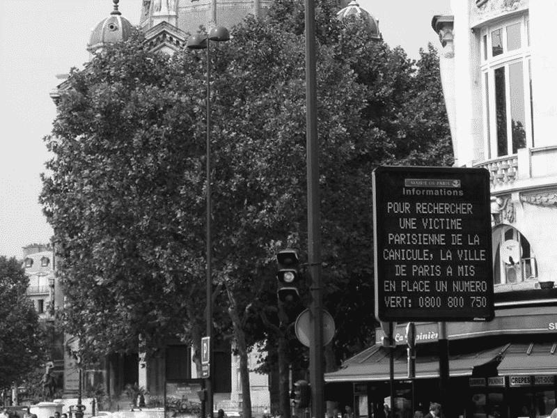 warnschild in paris während der hitzewelle 2003