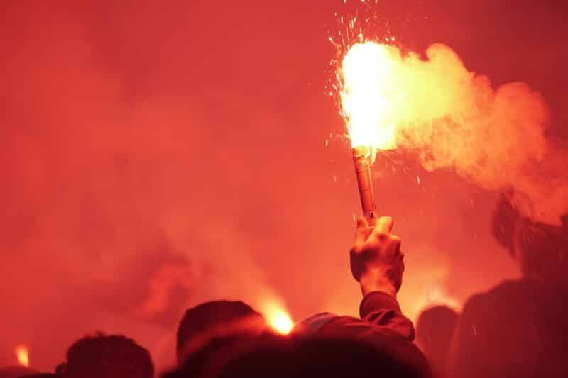 fan mit pyrotechnik